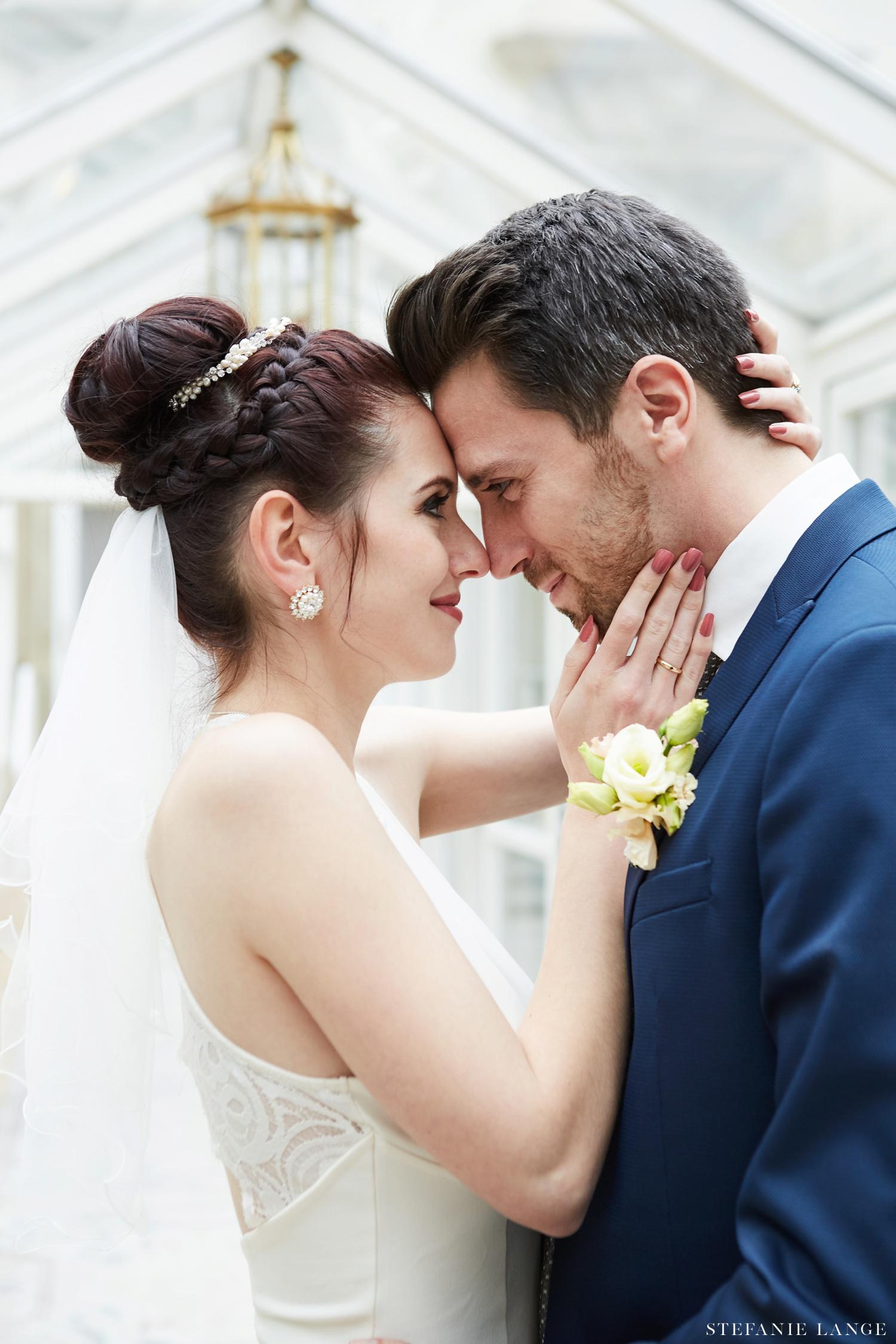 Hochzeit im Patrick Hellmann Schlosshotel Grunewald in Berlin - Hochzeitsfotos vom Brautpaar