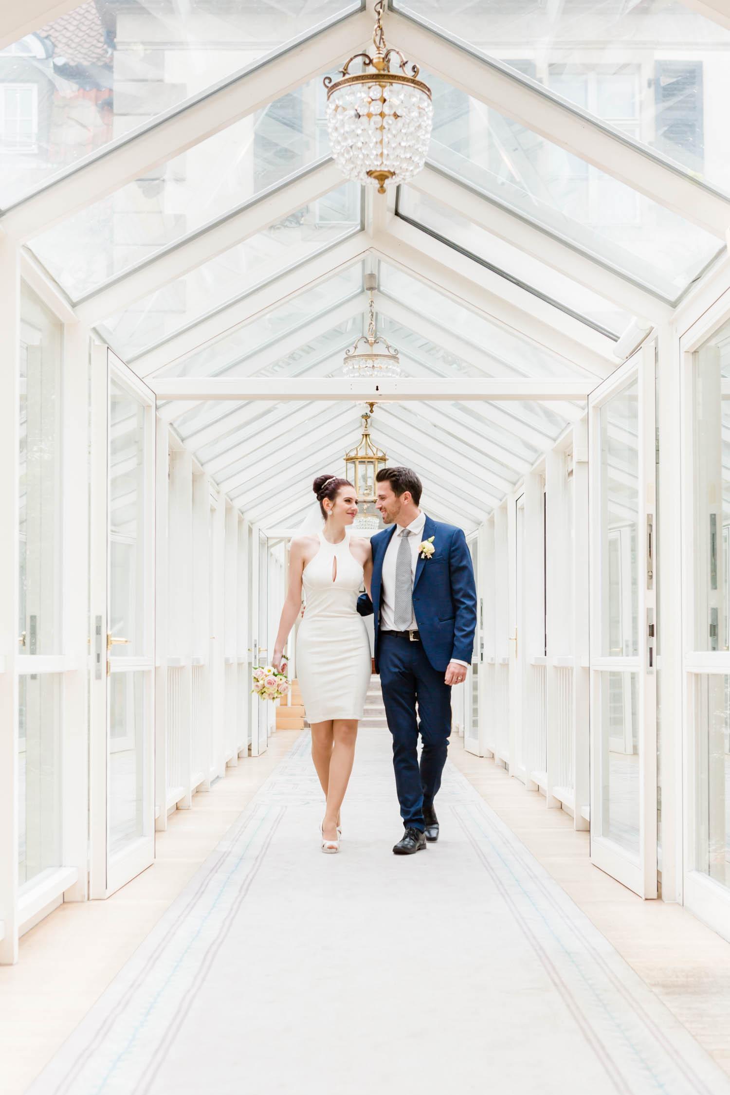 Hochzeitsfotos im Patrick Hellmann Schlosshotel Grunewald Berlin im Wintergarten