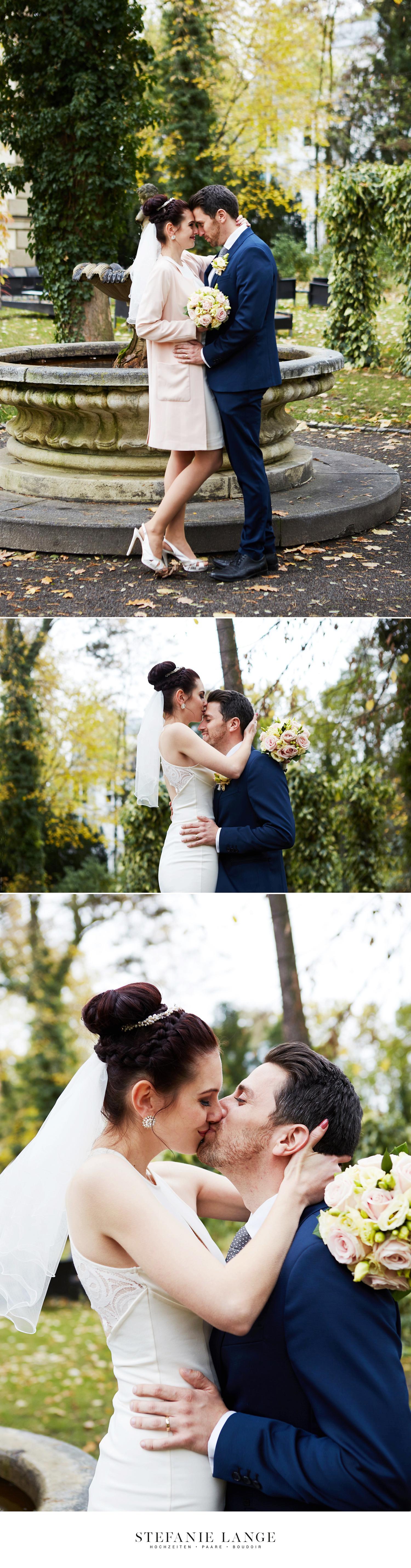 Hochzeit im Patrick Hellmann Schlosshotel in Berlin Grunewald - Paarfotos vom Brautpaar im großen Garten