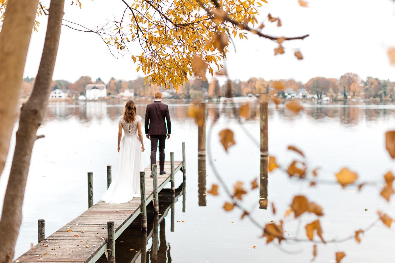 Hochzeitsshooting im Herbst am Jadghaus Spandau: First Look - Stefanie Lange Hochzeitsfotografie