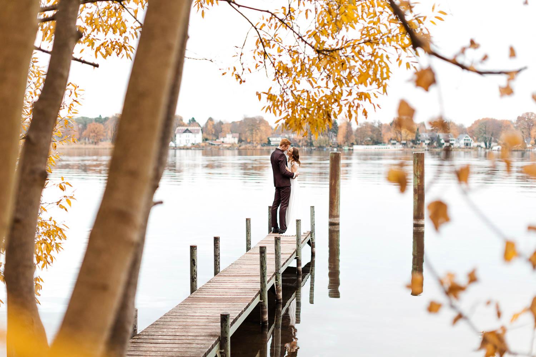 Hochzeitsshooting im Herbst am Jadghaus Spandau: Brautpaarshooting Hochzeit - Stefanie Lange Hochzeitsfotografie