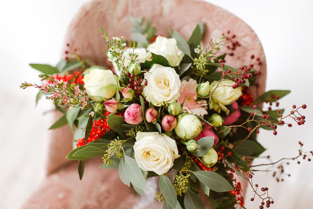 Braut Boudoir Shooting in Berlin - Blumen Detail von Stefanie Lange Hochzeitfotograf