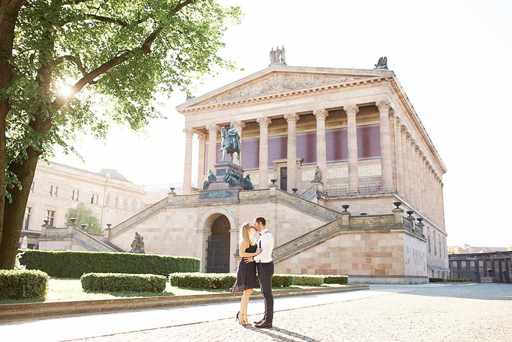 Stefanie Lange Hochzeitsfotograf Verlobungsshooting in Berlin Museumsinsel 2018 Nancy & Sebastian