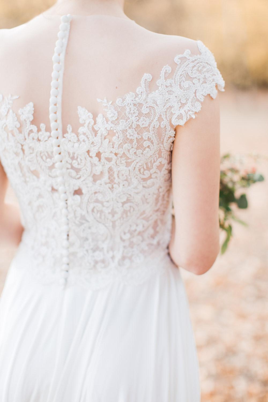 Hochzeitsshooting am Jadghaus Spandau Berlin: Brautkleid mit grafischer Spitze - Stefanie Lange Hochzeitsfotografie